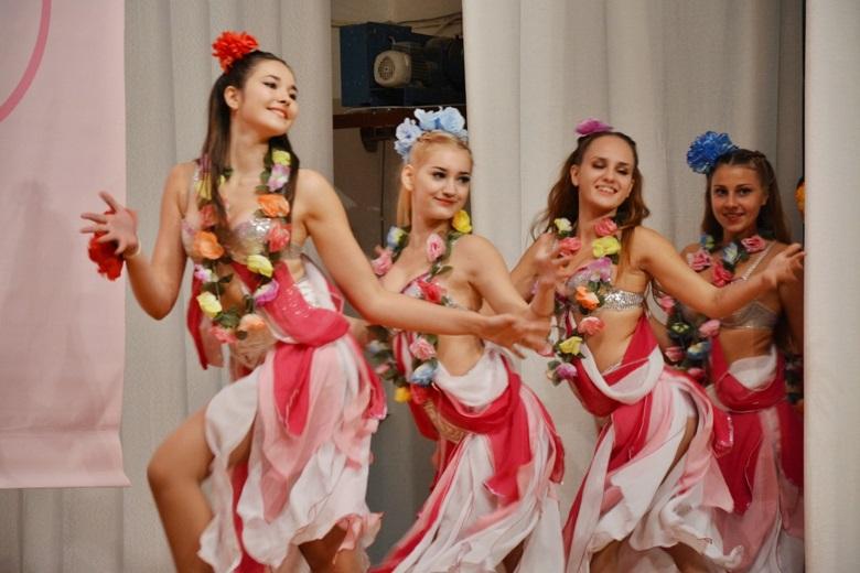 танцы и краски зажгли зрителей