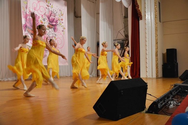 танцы в цветах золотой осени