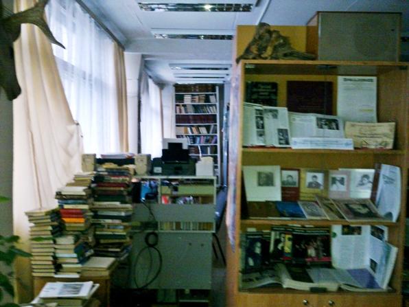 завалы книг