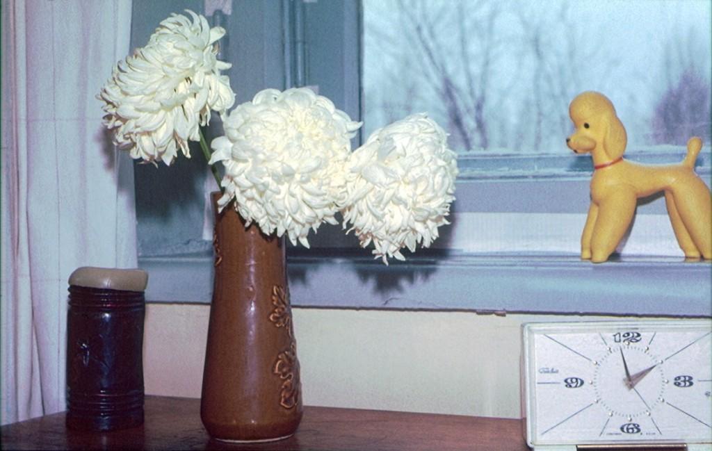свечку и часы Илья помнит, за окном - ул. Авроры, 129