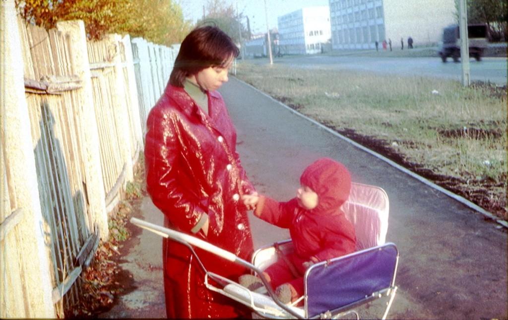 февраль 1974 год, забор у школы - интернат на М. Тореза 54, транспортный проектный институт на Мориса Тореза еще не построен