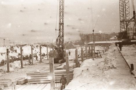 Дворец спорта. Сваи вбивали в снежном ноябре 1965 г.