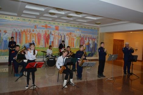 казаков и гостей встречал оркестр
