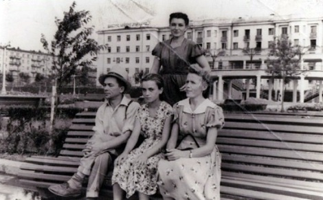 набережная под Полевым спуском, позади кафе Отдых начало 1960 годов