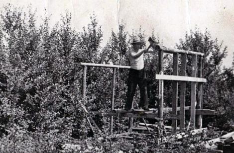 так из чего попало строили дачи в Куйбышеве в начале 1960 годов - стройматериалы были страшным дефицитом