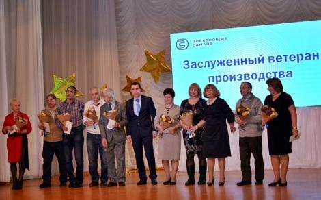 ветеранов награждали Людмила Аксенова и Олег Кочемасов