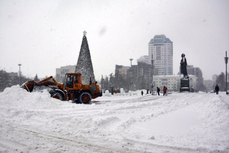 площадь Куйбышева, 11.45, снег еще идет