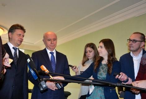 Соколов поблагодарил Меркушкина за контроль ремонта дорог - это и понятно, регионы которые вылетят из графика в 2017 году, денег на 2018 год не получат, тут требуется работа команды
