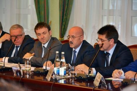 Хасаев говорил развернуто и много с точки зрения исследований СГЭУ